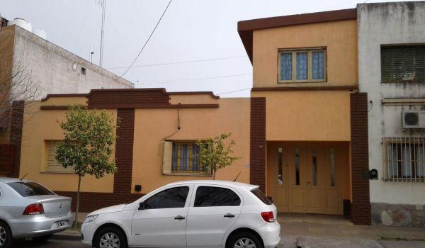 Casa de 4 Dormitorios -Muy Bien Ubicada-