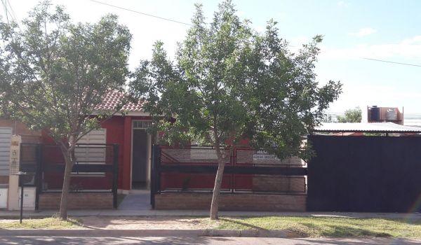 Casa reformada en Bº La Ribera, 350 M2 de terreno, 3 Dorm, Quincho, Cochera, Rejas