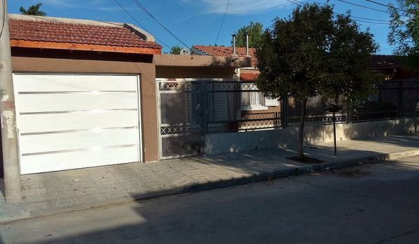 Muy Linda Casa 3 dormitorios Cochera doble  con Pileta