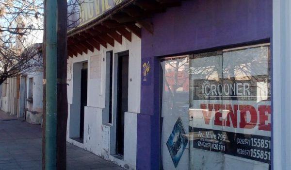 Dos locales comerciales sobre calle Tucúman