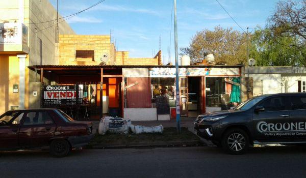 Casa 2 Dormitorios + loccal Comercial. Sobre Avenida