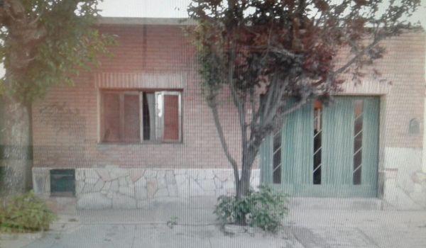 Casa Muy Buena Ubicación sobre calle Corrientes