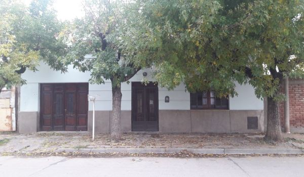 Casa antigua, amplia, a muy pocas cuadras del Microcentro.
