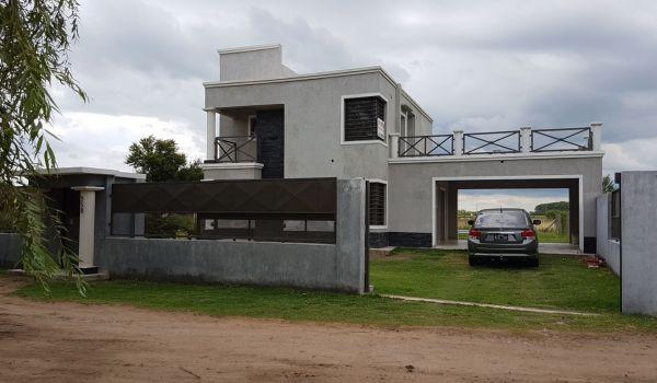 Casa de tres dorm, pileta, quincho, a estrenar, zona Betbeder